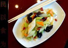 salata-cu-tofu-si-frunze-de-telina-113-1 Volunteers Around The World, Tofu, Cabbage, Vegetables, Salads, Vegetable Recipes, Veggie Food, Cabbages, Collard Greens