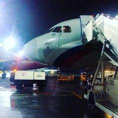 Люблю летать. Сегодня нас повезет Airbus 320. Места для ног в экономе становится все меньше и меньше, повезло, что лететь 1 час. #внуково #airbus #a320 #авиакомпанияроссия #чао
