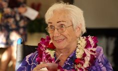 94-year-old woman gets SNHU diploma and party in Hawaii after graduating Never give up Happynews