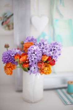 Lilac and burnt orange flowers in white ceramic vase - Blomster - Orange And Purple, Orange Flowers, Fresh Flowers, Beautiful Flowers, Nice Flower, Cut Flowers, Draw Flowers, Burnt Orange, Spring Flowers