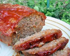 Quaker Oats Prizewinning Meatloaf from Food.com:   								This is the best--topped with HEINZ chili sauce before baking!