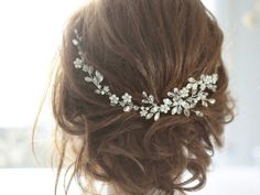 I love this hair piece!! (Bridal Headpiece Crystal Bridal Hair Piece Cristal by SvetloDesign)