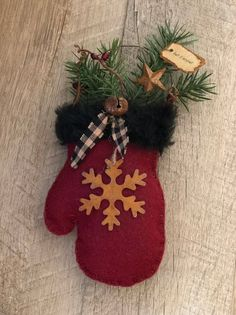 Primitive Winter Mitten Christmas Tree Ornament or Bowl Filler or Doorknob Hanger Felt Decorations, Christmas Tree Decorations, Christmas Tree Ornaments, Christmas Wreaths, Advent Wreaths, Christmas Stockings, Christmas Candles, Felt Christmas, Christmas Crafts