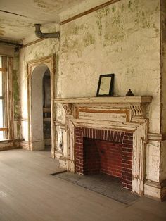 Abandoned Ellis Island: Director's building. I don't mind living on an Island! Even in the midst of a city! This should be rebuilt for history sake. Europe cherishes their history. America just tears the old down and builds new. Very sad.