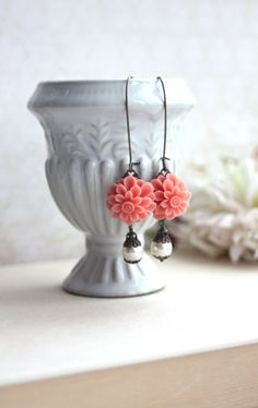 Coral Dahlia Mum, Ivory Pearls Earrings. Vintage Inspired Flowers Earrings. Bridesmaids Gifts. Maid of Honor. Bridal Party Wedding Gifts.