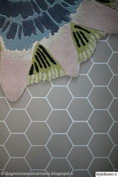 Kuusikulmainen harmaa lattialaatta