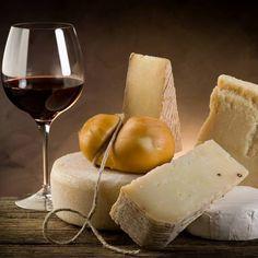 A primeira cheese shop da capital abriu no Chiado em setembro de 2014, a Queijaria Cheese Shop. Especializada em queijos artesanais, nacionais e internacionais, oferece também uma sala para degustações.
