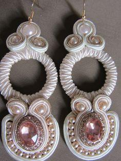 Originali orecchini pendenti rosa pallido soutache por elesoutache