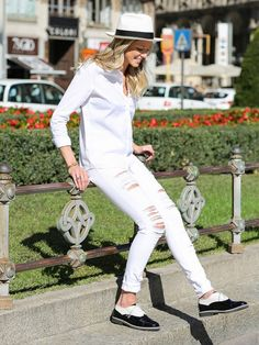 Tip Of The Day: What Shoes To Wear With Your White Jeans via @WhoWhatWear