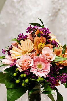 Beautiful! #weddings #flowers #Minnesotaweddingphotographers http://www.bellagala.com/wedding-floral/index.html
