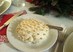 Una crema al formaggio resa particolare e simpatica dalla decorazione con i pinoli