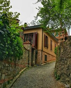 İstanbul Turkey Photos, Places Of Interest, Istanbul Turkey, Traditional House, Interior Architecture, Cool Photos, Wallpaper, House Styles, World