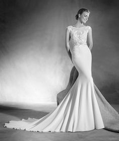 Elsa - Wedding dress in crepe, gauze and guipure