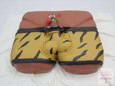 Um bolo maroto, mas muito divertido, para uma despedida de solteira!!! Muitas felicidades aos noivos!! Bolo de pão de ló com recheio d...