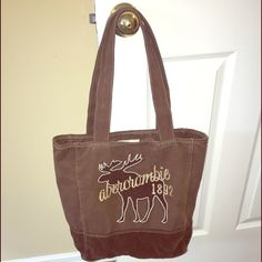 Abercrombie tote Abercrombie tote Abercrombie & Fitch Bags Totes
