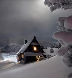 In for the night : CozyPlaces Winter Scenery, Destination Voyage, Cozy Place, Nice Place, Beautiful Places To Travel, Cabins In The Woods, Travel Alone, Freundlich, Winter Landscape