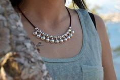 Mira este artículo en mi tienda de Etsy: https://www.etsy.com/es/listing/485660421/collar-mujer-boho-plata-bolas-collar