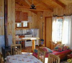 CI32258 - Termas del Chillan - Chile. Tipo: Complejo de cabañas Complejo de 6 cabañas. Cat.: 2* - Estado: Muy bueno. Sup. cub.: 275 Mts2 - Terreno: 5.600 Mts2. Ubicado en Las Termas de Chillan. Cabaña 1: Cabaña de 45 mts2 construida en madera nativa sobre radier de concreto. 2 dormitorios - sala de estar - cocina y baño. Estacionamiento cubierto de 28 mts2 con parrilla de concreto. Terraza en madera nativa de 20 mts2.