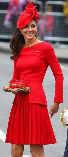 Duchess Catherine in Alexander McQueen Autumn 2012 collection dress, Sylvia Fletcher hat from James Lock & Co., LK Bennett 'Sledge' heels, and Alexander McQueen clutch at the Diamond Jubilee River Pageant Flotilla, June 2012 Moda Kate Middleton, Style Kate Middleton, Kate Middleton Pictures, Kate Middleton Fashion, Kate Middleton Dress, Alexander Mcqueen Kleider, The Duchess, Duchess Of Cambridge, Models