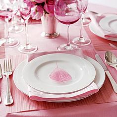 I've been loving everything pink for a terrific table setting. Pink glasses,a must. Wedding Decor, Pink Wedding Theme, Dream Wedding, Wedding Ideas, Wedding Tables, Reception Table, Gold Wedding, Wedding Bells, Wedding Colors