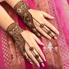 Henna designs - Minimal Mehendi Designs To Watch Out For This Season! Modern Henna Designs, Mehndi Designs Feet, Mehndi Designs For Kids, Finger Henna Designs, Mehndi Designs 2018, Mehndi Designs For Beginners, Mehndi Design Photos, Dulhan Mehndi Designs, Mehndi Designs For Fingers