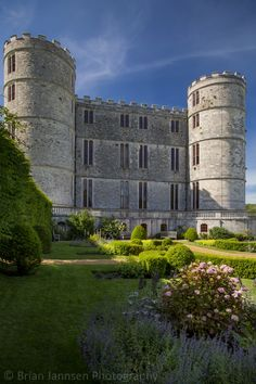 Lulworth Castle is the inspiration for Castle How in the book. Imagine this as no more than someone's hunting lodge. Wow!