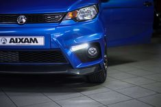 Die Vorderansicht des Aixam Coupé GTI Mopedauto. #aixam #mopedauto #detailansicht Vehicles, Autos, Front Elevation, Blue, Vehicle