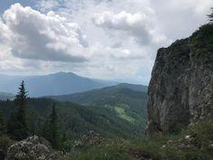 """Președintele Consiliului Județean Suceava, Gheorghe Flutur, a anunțat, luni, că a lansat un proiect de amenajare a zonei Masivului Rarău pentru dezvoltare turistică. """"Am convocat cu mine echipa arhitectului șef de la Consiliul Județean Suceava și a șefului Biroului de turism. Ne-am întâlnit pe Rarău cu primarul din Câmpulung Moldovenesc Mihăiță Negură și cu echipa … Camping, Mountains, Nature, Travel, Park, Campsite, Naturaleza, Viajes, Trips"""