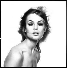 Jean Shrimpton, 1965 - by David Bailey good composition i like the black and white and the way her hair is over the place