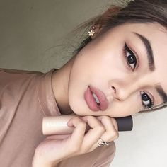 """""""My fav liquid highlighter is moonstone from BECCA!✨ I basically buy most of my cosmetics from @adorebeautyofficial #adorebeauty"""""""
