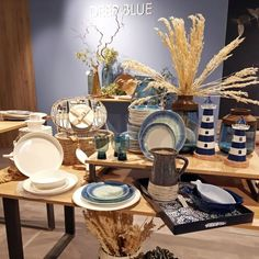 Tendenze di stile da HOMI 2020 Boho Chic, Table Settings, Table Decorations, Furniture, Home Decor, Art, Table Top Decorations, Interior Design, Place Settings