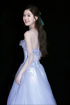 Found on Bing from www. I Love Girls, Cute Girls, Flower Girl Dresses, Prom Dresses, Wedding Dresses, Girl Friendship, Ulzzang Korean Girl, Beautiful Chinese Girl, Cute Young Girl