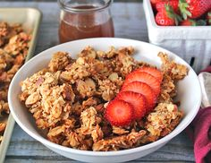 This Paleo Honey Almond Granola is simple to make, naturally sweetened, and so delicious! Perfect as a snack or breakfast. If you have never made homemade granola then you are missing out! Breakfast Bars, Free Breakfast, Paleo Breakfast, Breakfast Recipes, Paleo Recipes, Real Food Recipes, Paleo Honey, Keto Granola, Honey Almonds