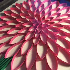 He encontrado este interesante anuncio de Etsy en https://www.etsy.com/es/listing/205196476/3d-paper-quilled-art-chrysanthemum