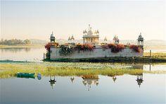Shiva Temple, Lake Dungarpur (India)