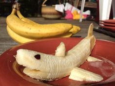 You too can make a banana shark! How to make a banana shark (with video tutorial! Shark Cupcakes, Shark Cookies, Cute Snacks, Cute Food, Good Food, Shark Snacks, Hai, Kids Meals, Toddler Meals