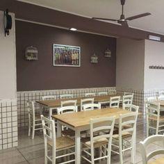"""www.mobilificiomaieron.it - https://www.facebook.com/pages/Arredamenti-Pub-Pizzerie-Ristoranti-Maieron/263620513820232 - 0433775330 #arredoRistorantemaieron #arredoristorante #tavoliesedie Allestimento Arredamento locale """"Pizzeria letizia"""" a Marcianise (Ce) (Bg). Sedie in legno color bianco consumato e tavoli in legno color bianco con piano color rovere. Ideale per arredamento ristorante, arredamento pub, arredamento pizzeria."""