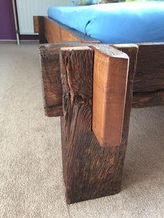 Das Eichenholz Stammt Aus Dem Stallgebäude Unsers Nachbarn Und Ist Rund 200 Jahre Alt Idee Ses Bett Zu Bauen Entstand Als Mir Ein Fachwerkbalken Mit
