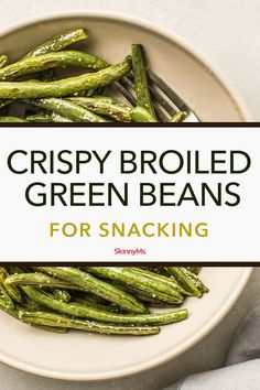 Satisfy your craving for savory bites with these Crispy Broiled Green Beans for Snacking. Clean snacking was never so easy! Satisfy your craving for savory bites with these Crispy Broiled Green Beans for Snacking. Clean snacking was never so easy! Clean Eating Recipes, Clean Eating Snacks, Healthy Snacks, Healthy Eating, Healthy Junk, Clean Diet, Healthy Sides, Keto Snacks, Healthy Hair