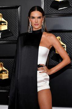 Fashion Week, Runway Fashion, High Fashion, Womens Fashion, Lucy Hale, Alessandra Ambrosio, Beyonce, Look Rock, Vogue Paris