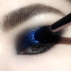 Glitter Eye Makeup Look PAT McGRATH LABS ⚡⚡Sparks will fly with the beautiful blue pigments from the I: Subliminal Makeup Eye Looks, Eye Makeup Steps, Eye Makeup Art, Glitter Eye Makeup, Beautiful Eye Makeup, Eye Makeup Remover, Blue Eye Makeup, Cute Makeup, Glam Makeup