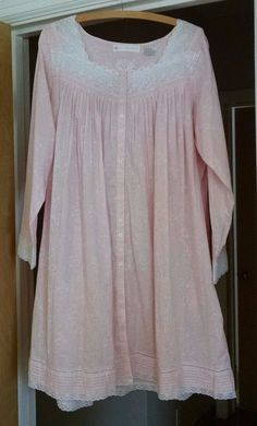 Eileen West Nightgown Robe M Pink White Lace Cotton Lace Long Sleeve Knee Length #EileenWest #Gowns
