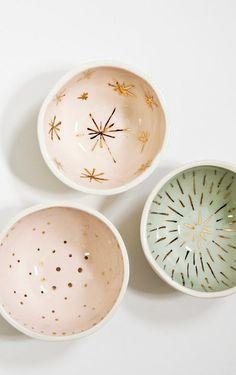 Coupelles en céramique avec motifs dorés