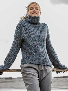 Strickpullover mit Rollkragen und überlangen Ärmeln Oversize Pullover, Street Style Trends, Knitted Poncho, New Wardrobe, Baby Alpaca, Knitting Projects, Grey Sweater, Knit Crochet, Knitwear