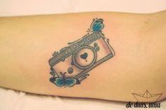 de duas uma - camera tattoo - photographer tattoo - tatuagem feminina - câmera tatuada