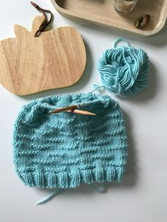"""Tuto tricot : Snood """"c'est comme sur un nuage"""" - We are Knitters Jaquard Tricot, String Art, Knitting Projects, Baby Knitting, Headbands, Knitted Hats, Needlework, Knit Crochet, Elsa"""