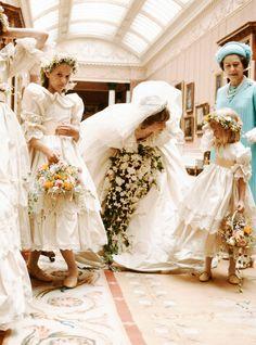 Die Hochzeit von Prince Charles & Lady Di in Zahlen Princess Diana Wedding Dress, Princess Diana Photos, Princess Diana Fashion, Princess Of Wales, Princess Kate, Princes Diana Wedding, Charles And Diana Wedding, Princesa Diana, Lady Diana Spencer