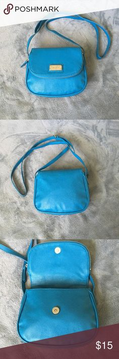 Nine West purse. NWOT Nine west purse. New without tag. Never been used. In excellent condition! Beautiful blue green color. Small size, but enough for phone, wallet, mirror, lipstick etc. Nine West Bags
