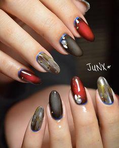 . お客様Nail♡ . 今期オススメのグラデーション♥✨ キューティクルラインのブルーがポイントです . ほんとに可愛いお客様❤️ 今日も楽しい時間をありがとうございました☺️ . #秋カラー#秋ネイル#nail#junx#ネイルスペースジュンクス#nailspacejunx#リーフジェル#leafgel#eyelash#ネイル#ネイルデザイン#ネイルサロン#小野市ネイルサロン#美甲#デザイン#フットネイル#ペディキュア#一層残し#フィルイン#gel#gelnail#gelnails
