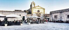 L'Italia senza la Sicilia, non lascia nello spirito immagine alcuna. È in Sicilia che si trova la chiave di tutto. La purezza dei contorni, la morbidezza di ogni cosa, la cedevole scambievolezza delle tinte, l'unità armonica del cielo col mare e del mare con la terra… chi li ha visti una sola volta, li possederà per tutta la vita. Goethe    Alla scoperta della mia Bedda Sicilia: Marzamemi Posso dire che le vacanze sono ufficialmente iniziate. Riccardo aveva nostalgia dei nonni e noi un…